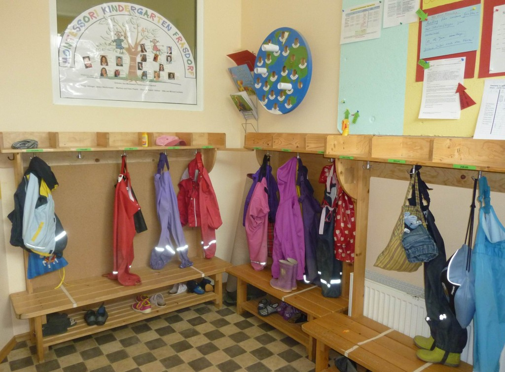 Kindergarten montessori kindergarten frasdorf for Garderobe kindergarten
